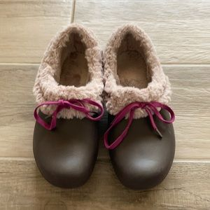 Crocs 9 faux fur lined slipper clogs